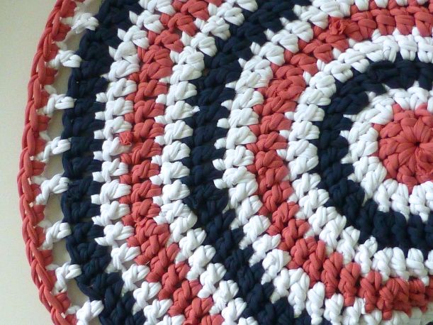 T-shirt yarn rug detail